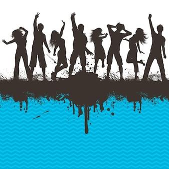 Sylwetki ludzi tańczących na grunge wysuwanym paski tle