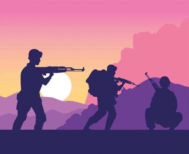 Sylwetki żołnierzy sylwetki na scenie zachodu słońca