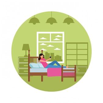 Sypialnia bez twarzy kobiety