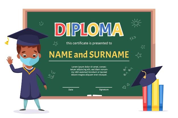 Szablon certyfikatu dyplomowego dla dzieci w wieku szkolnym z uroczym chłopcem z zieloną tablicą i elementami szkoły doodle handdrawn