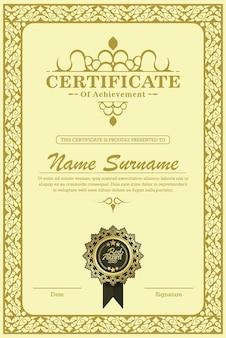 Szablon certyfikatu osiągnięcia w wektorze z zastosowaną tajską linią w odcieniu żółtego złota