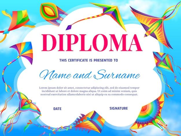 Szablon dyplomu edukacji szkolnej z kreskówki latawce latające w błękitne niebo pochmurne.