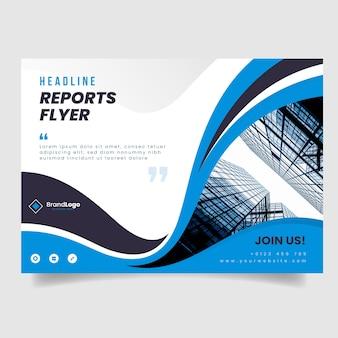 Szablon flyer firmy ze zdjęciem budynków i falistych kształtów