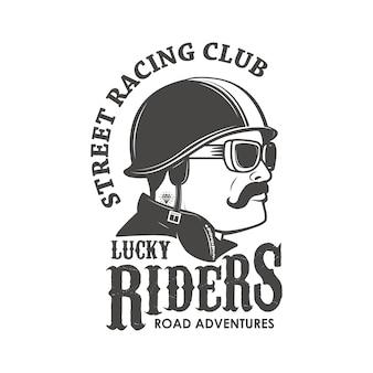 Szablon godła klubu wyścigowego. klub wyścigów ulicznych. lucky riders. męska głowa w klasycznym kasku wyścigowym.