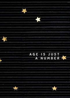 Szablon kartki z życzeniami urodzinowymi na czarnym tle