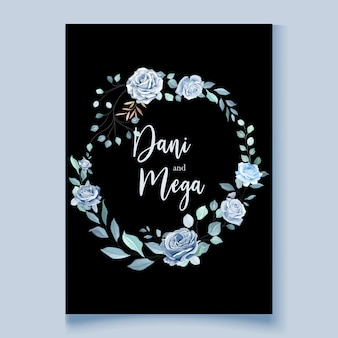 Szablon karty ślub z piękny niebieski wieniec kwiatowy