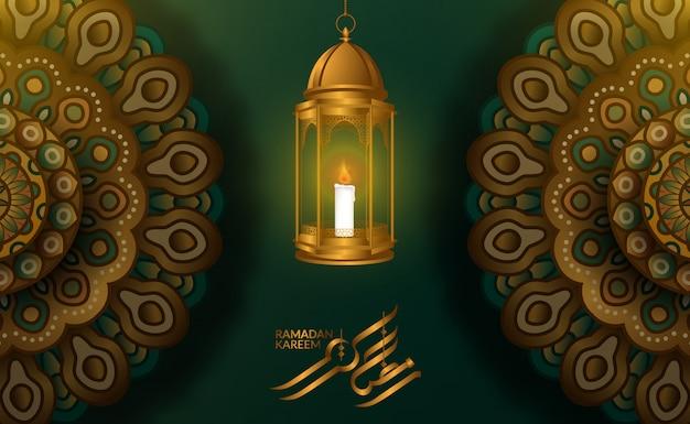 Szablon karty z pozdrowieniami. ilustracja latarni arabskiej 3d fanoos z geometrycznym wzorem mandali z zielonym tłem i kaligrafią ramadan kareem