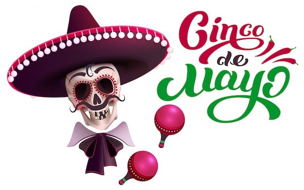 Szablon karty z pozdrowieniami tekst cinco de mayo. czaszka w sombrero i marakasy