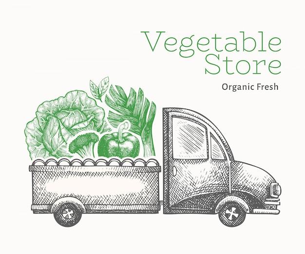 Szablon logo dostawy sklep zielony warzywa. ręka rysująca ciężarówka z warzywami ilustracyjnymi. grawerowane jedzenie w stylu retro.