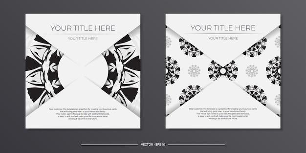 Szablon luksusowej pocztówki białe kolory z indyjskimi wzorami. gotowy do druku projekt zaproszenia z ornamentem mandali.