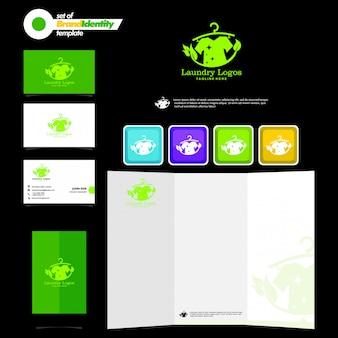 Szablon marki biznesowej z logotypem pralni, wizytówką, ulotką i smartfonem