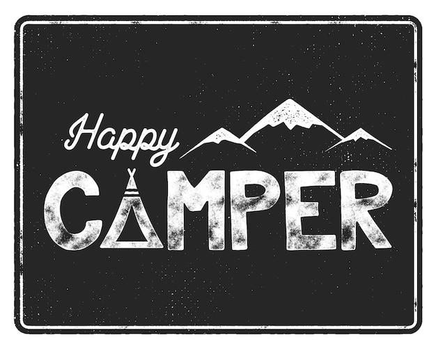 Szablon plakat szczęśliwy kamper. namiot, góry i znak tekstowy. retro monochromatyczny projekt. godło wędrówki. wektor zapasów na białym na czarnym tle.