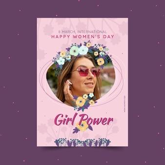 Szablon plakatu pionowego międzynarodowego dnia kobiet z kobietą i kwiatami