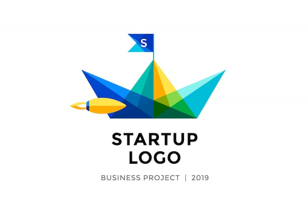 Szablon projektu kolorowe papierowe łódki z napisem logo startowe
