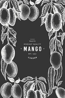 Szablon projektu mango. ręcznie rysowane wektor zwrotnik owoców ilustracja na tablicy kredą. grawerowany owoc. vintage egzotyczne jedzenie.