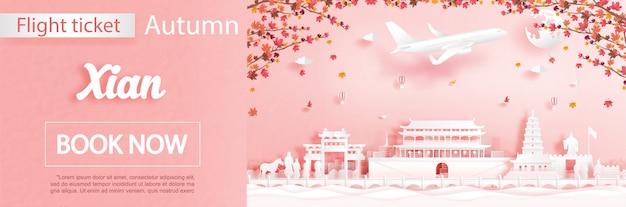 Szablon reklamy lotów i biletów z podróżą do xian w chinach w sezonie jesiennym dotyczy spadających liści klonu i słynnych zabytków