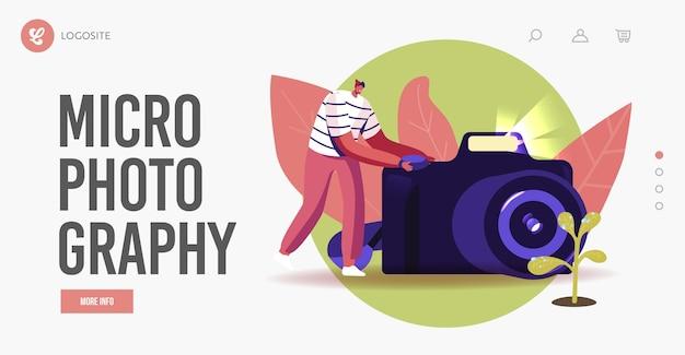 Szablon strony docelowej hobby fotografii makro. mężczyzna fotograf strzelać krople wody na liściach kwiatów na aparacie fotograficznym. męski charakter, co obraz kwitnącej natury. ilustracja kreskówka wektor