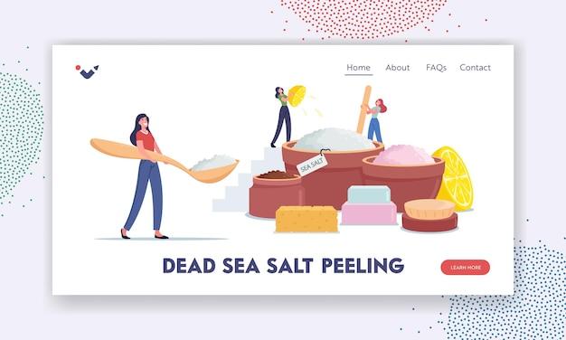 Szablon strony docelowej kosmetyków do domu. drobne postacie kobiece tworzące kosmetyk z soli z morza martwego, soku z cytryny i olejku aromatycznego do masażu lub peelingu. ilustracja wektorowa kreskówka ludzie
