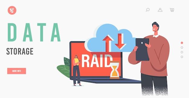 Szablon strony docelowej przechowywania danych. tworzenie kopii zapasowych nowoczesnych technologii i serwerów hostingowych. małe postacie w centrum danych wokół ogromnego laptopa z pamięcią masową raid i chmurą. ilustracja wektorowa kreskówka ludzie