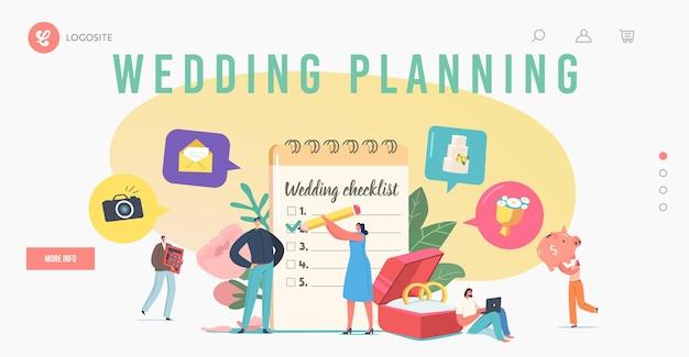 Szablon strony docelowej ślubu planowania ślubu. małe kochające postacie na liście kontrolnej wypełniania wielkiego planu przed ceremonią ślubu. miłość, organizacja imprez, wakacje. ilustracja wektorowa kreskówka ludzie
