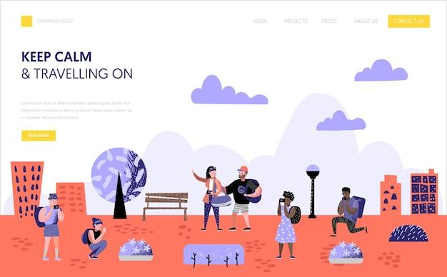 Szablon strony docelowej turystyki i podróży. płaskie postacie ludzi podróżujących na wakacje koncepcja. mężczyzna i kobieta z aparatu fotograficznego na stronie internetowej lub stronie internetowej. ilustracji wektorowych