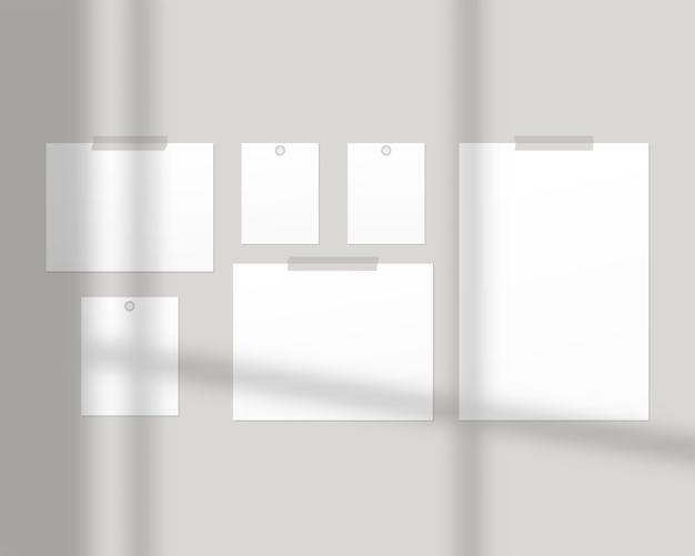 Szablon tablicy nastroju. puste arkusze białego papieru na ścianie z nakładką cienia. odosobniony. projekt szablonu realistyczna ilustracja.