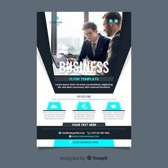 Szablon ulotki biznesowe ze zdjęciem biznesmenów