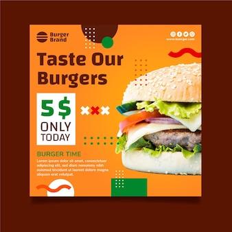 Szablon ulotki kwadratowej amerykańskiej żywności z burgerem