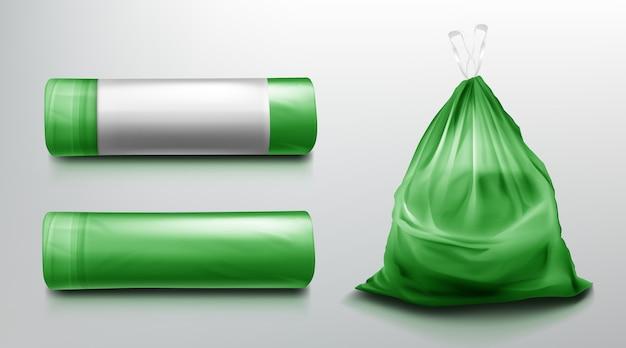 Szablon worka na śmieci, plastikowa rolka i worek pełen śmieci. zielone opakowanie jednorazowe na makiety śmieci. artykuły gospodarstwa domowego do wyrzucania odpadów na białym tle na szarym tle. realistyczna ilustracja 3d