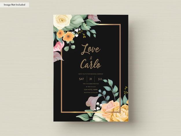 Szablon zaproszenia ślubne z pięknym kwitnącym kolorowym kwiatem