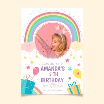 Szablon zaproszenia urodzinowe ręcznie rysowane tęczy ze zdjęciem