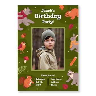 Szablon zaproszenia urodzinowego ze zdjęciami i zwierzętami leśnymi