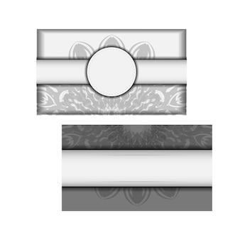 Szablon zaproszenia z miejscem na twój tekst i czarne ozdoby. pocztówka projekt wektor białe kolory z ornamentem mandali.