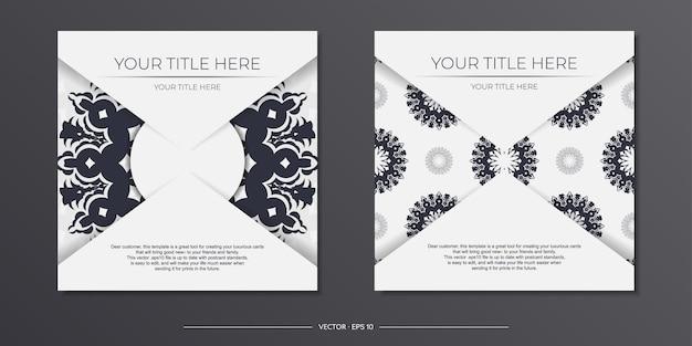 Szablon zaproszenia z miejscem na twój tekst i wzory vintage. wektor biały kolor pocztówka projekt z greckimi wzorami.