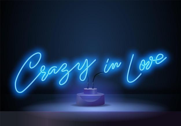 Szalony w miłości neonowe znaki styl tekst wektor. crazy in love neonowy plakat, szablon projektu, nowoczesny design trendów, szyld nocny,
