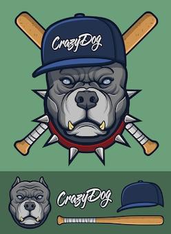 Szary pitbull z kolczastym kołnierzem i kijami baseballowymi