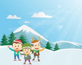 Szczęśliwe dzieci bawiące się na zewnątrz w sezonie zimowym