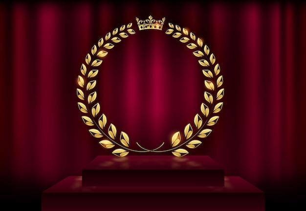 Szczegółowa nagroda korony wieniec złoty wieniec laurowy na tle aksamitnej czerwonej kurtyny i podium na scenie. logo ramki złoty pierścionek. zwycięstwo, osiągnięcie honoru, produkt wysokiej jakości, rocznica. ilustracja wektorowa.