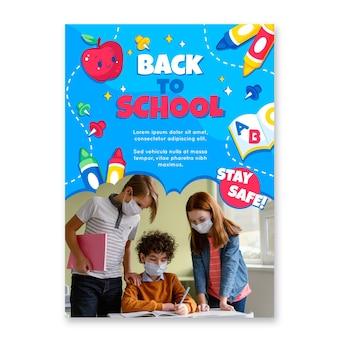 Szczegółowy szablon pionowego plakatu z powrotem do szkoły ze zdjęciem