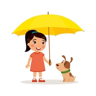 Szczeniak i śliczna mała azjatykcia dziewczyna z żółtym parasolem. szczęśliwe dziecko w szkole lub w wieku przedszkolnym i jej zwierzątko grają razem zabawna postać z kreskówki. ilustracja. pojedynczo na białym tle.