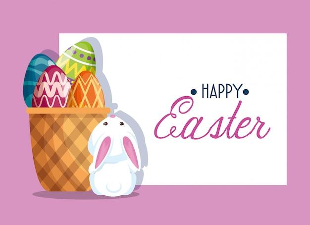 Szczęśliwa dekoracja królika i jajka wielkanocnego wewnątrz koszyka