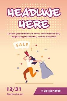 Szczęśliwa kobieta trzyma sukienkę na sprzedaż szablon ulotki