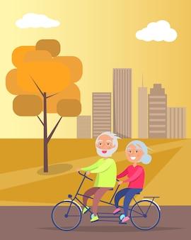 Szczęśliwa para dojrzałych, jazda razem na rowerze