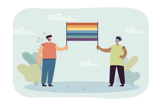 Szczęśliwa para lub przyjaciele razem trzymając tęczową flagę. postaci z kreskówek wspierające płaską ilustrację społeczności lgbt