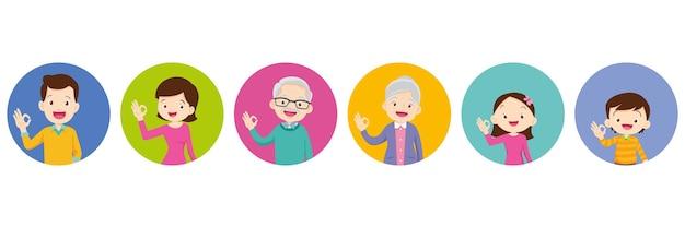 Szczęśliwa rodzina dziadek babcia tata mama córka syn uśmiech stojący i w porządku gest ręki