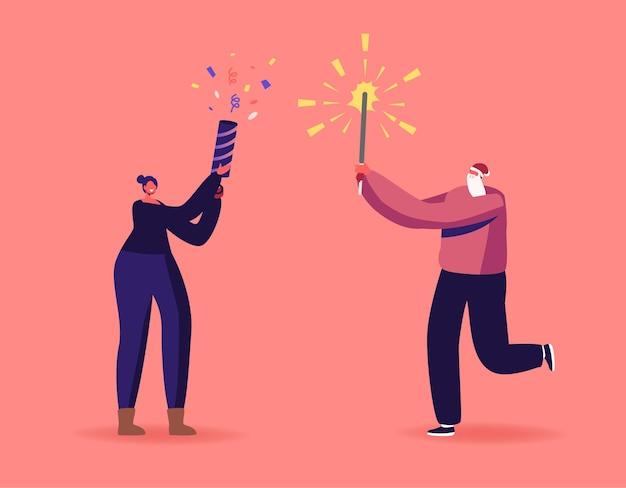 Szczęśliwa rodzina lub para przyjaciół znaków korzystających z fajerwerków na obchody bożego narodzenia