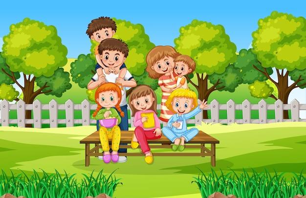 Szczęśliwa rodzina na scenie w parku