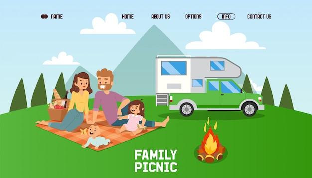 Szczęśliwa rodzina razem na piknik, ludzie spędzający wolny czas na świeżym powietrzu