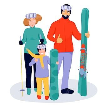 Szczęśliwa rodzina z nartami i snowboardzistą.