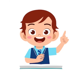 Szczęśliwa śliczna chłopiec nauka z uśmiechem
